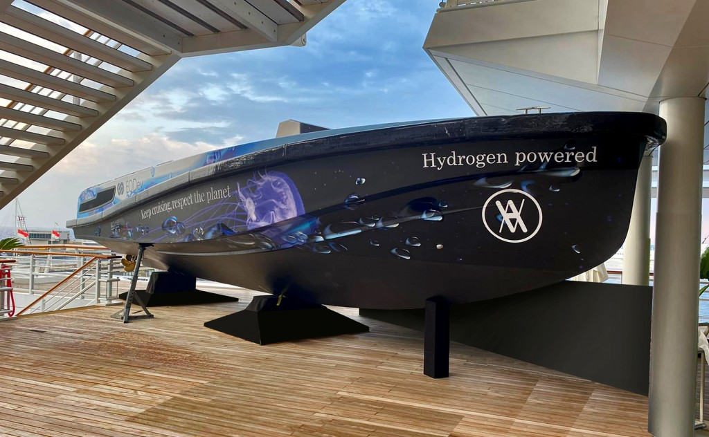 wraiing yacht HYNOVA